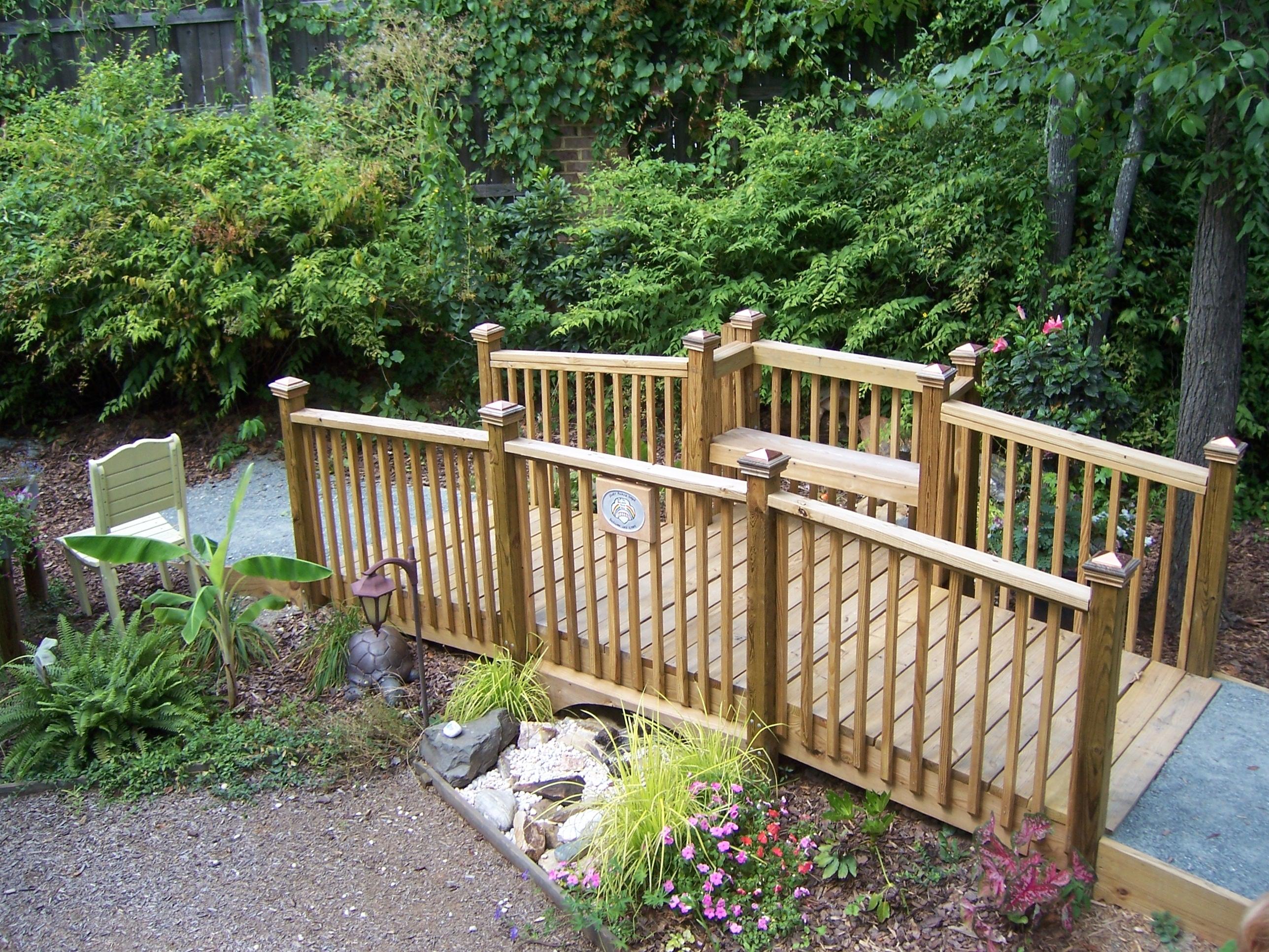 Cheap pont bois jardin castorama soins palliatifs et deuil le r le des plantes le bonheur est - Castorama jardin poterie amiens ...