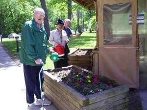 Au Grand Rapids Home for Veterans, Betsy travaille avec 12 unités différentes dans cet établissement qui accueille 600 résidents.