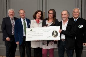 L'association Talégalle reçoit son prix, entourée de Patrick Mioulane, Bruno Lanthier, Carole Renucci et Daniel Joseph.