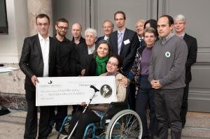Bruno et Elizabeth de la Maison des Aulnes, deux des jardiniers du jardin d'Epi Cure, reçoivent le prix avec Stéphane Lanel, Jean-Paul et Anne Ribes.