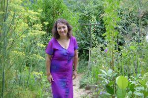 Jocelyne Escudero au jardin