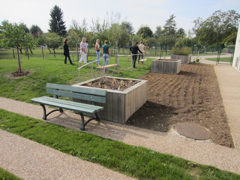 La gen se du jardin de l ehpad de chailles le bonheur est dans le jardin - Acheter de la paille pour jardin ...