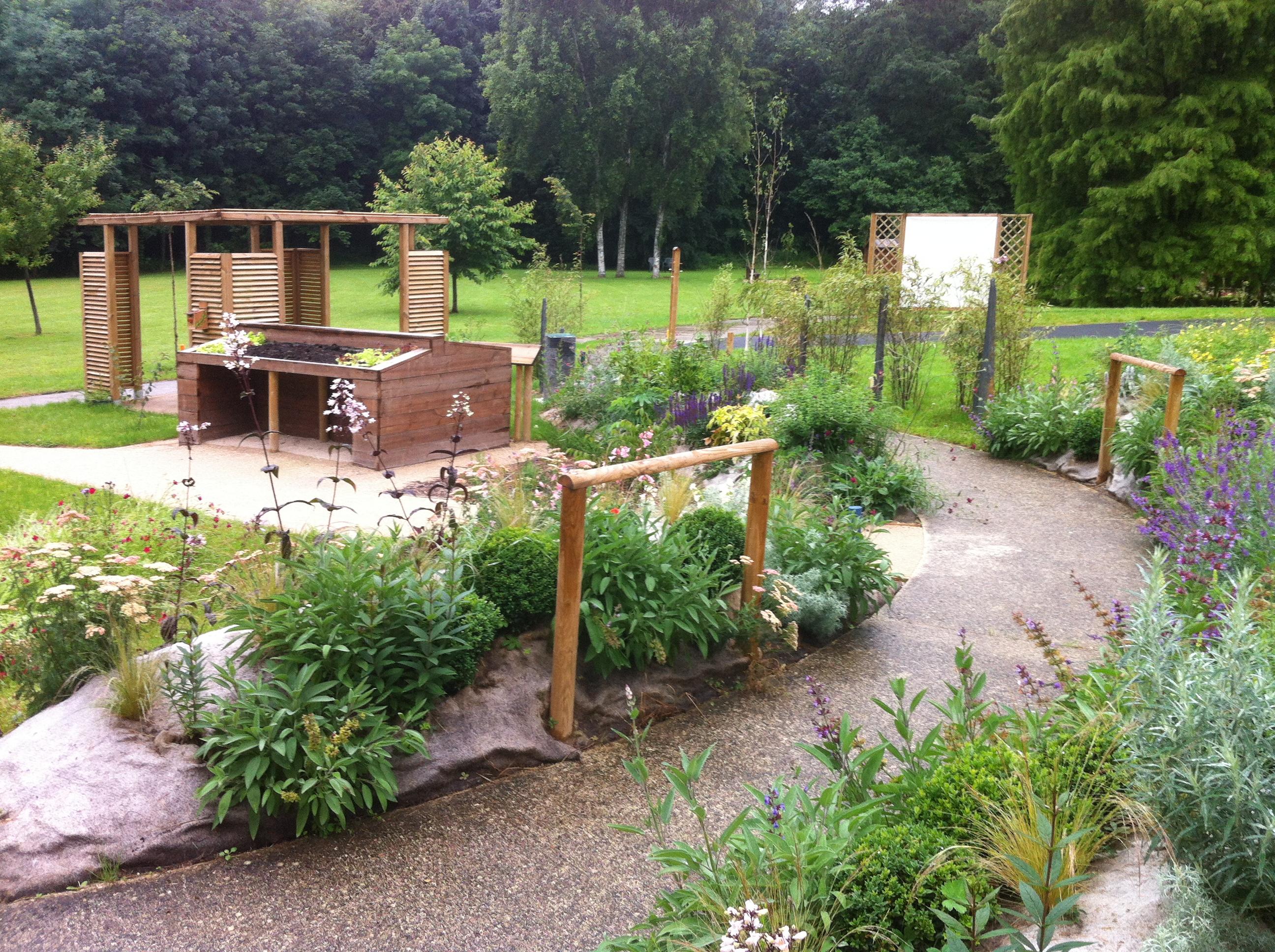 un paysagiste se lance dans les jardins th rapeutiques le bonheur est dans le jardin. Black Bedroom Furniture Sets. Home Design Ideas
