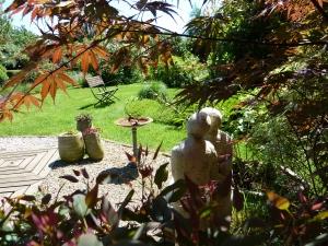 18 Vue - notre couple contemple notre jardin-1