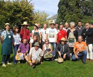 Les animateurs du projet dont Anne Babin (à gauche en tablier vert et Laurent Chéreau (devant avec le bob).