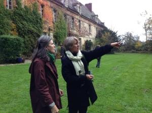 Rebecca Haller (à droite) avec Anne Ribes lors d'une visite en France en 2012.