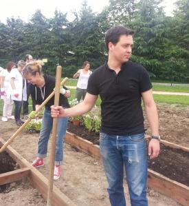 Romain Pommier au jardin.