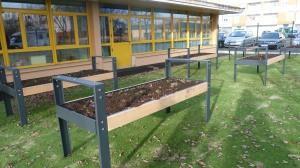 Une jardinière Guyon/Euroform dans une école à Alençon.