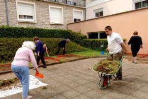 Au Jardin d'Olt, des bénévoles ont relevé le défi pour préparer le jardin à sa création.